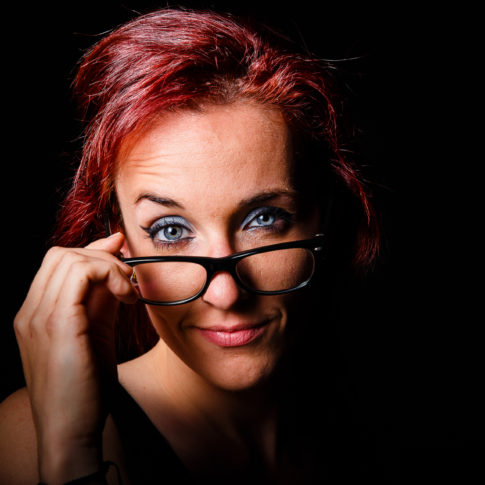 Julia, Secretaire, Lunette, Red, Portrait, Studio, Frédéric Bonnaud, FredB Art, Shoot, woman, Project, Photo, Photographer, Art, Marseille, France